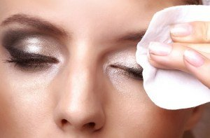 is your eye makeup causing an allergic reaction