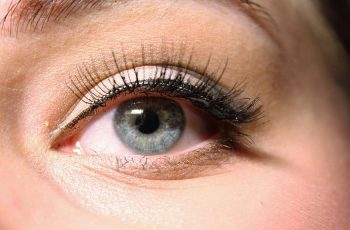 Wearing Magnetic Lashes